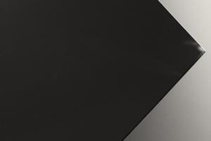 Richard Serra vor dem Stedelijk Museum